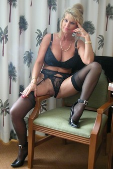 Sexy Blonde Mature in..