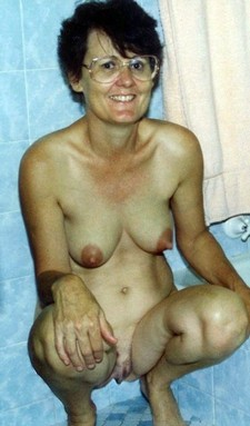 Naked europian mom in..