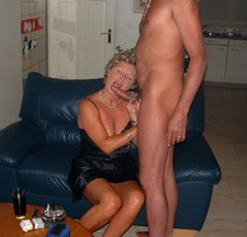 Mature lady doing a hot..